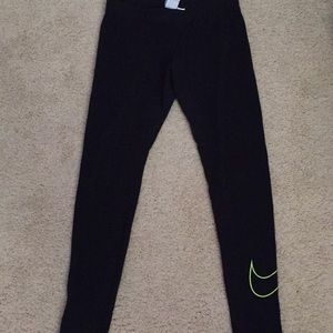 Nike leggings size medium